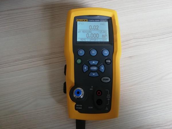 Fluke 719PRO-300G Kalibrator Druckkalibrator mit elektrischer Pumpe